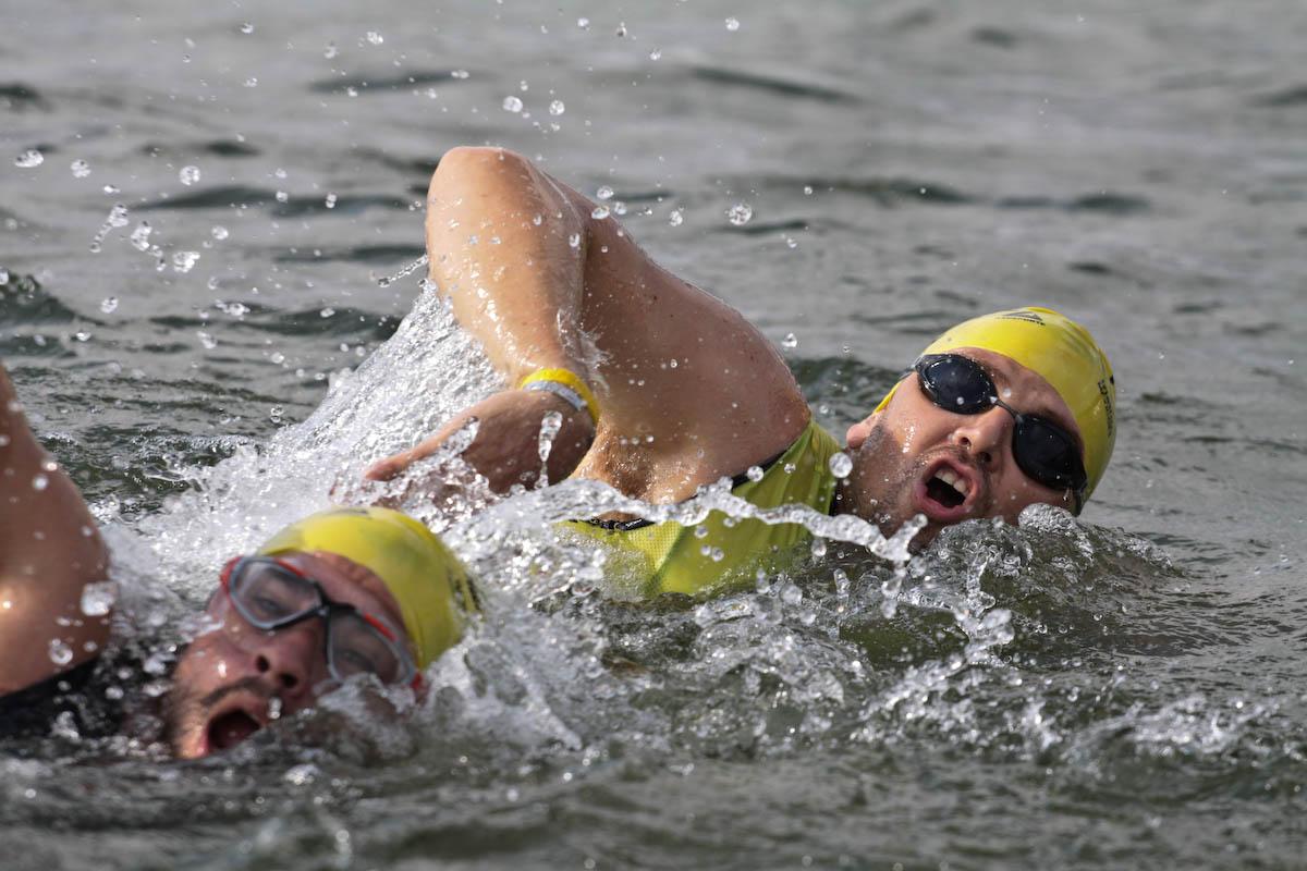 Natación en aguas abiertas en el lago de Tequesquitengo a 90 minutos de la CDMX. Prácticas y competencias de triatlón.