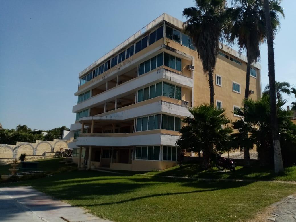 Hoteles en Tequesquitengo, Morelos con vista y acceso al lago, alberca, estacionamiento. Habitaciones con aire acondicionado, camas king size, WiFi, restaurante y muelle